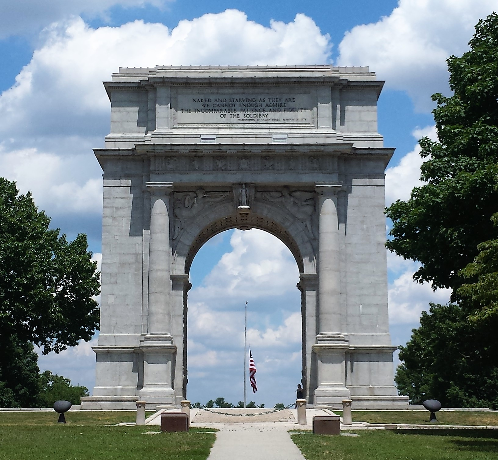 The United States Memorial Arch is situated at the top of a hill in Valley Forge, Pennsylvania. It was built to commemorate the arrival of General George Washington and his Continental Army into Valley Forge.
